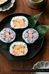 flower sushi rolls by bananagranola (busy) on Flickr