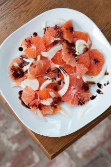 Fresh Citrus Balsamic Salad: http://www.refinery29.com/locavore-food-trend?crlt.pid=camp.Erbsax12w0kK#slide-9