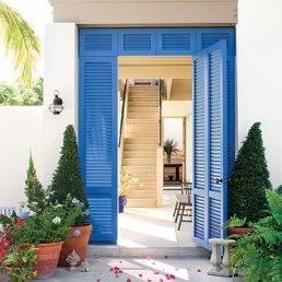 blue-lourvered-doors-l