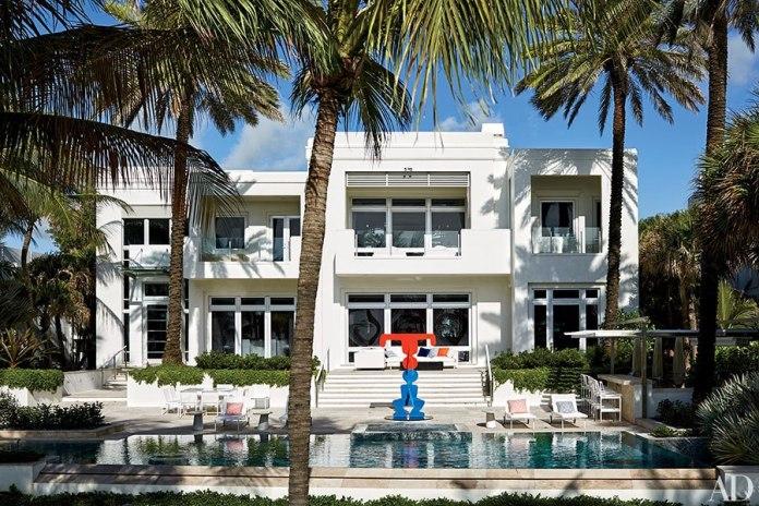item1.rendition.slideshowHorizontal.tommy-hilfiger-florida-beach-house-02-pool